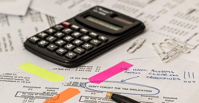 calculating-finances-startup